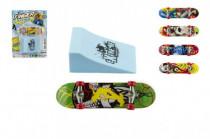 Skateboard prstový s rampou plast 10cm - mix variant či barev