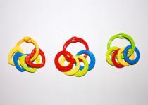 Kroužky se 4 tvary plast srdíčka, kolečka mix barev v sáčku 3m+